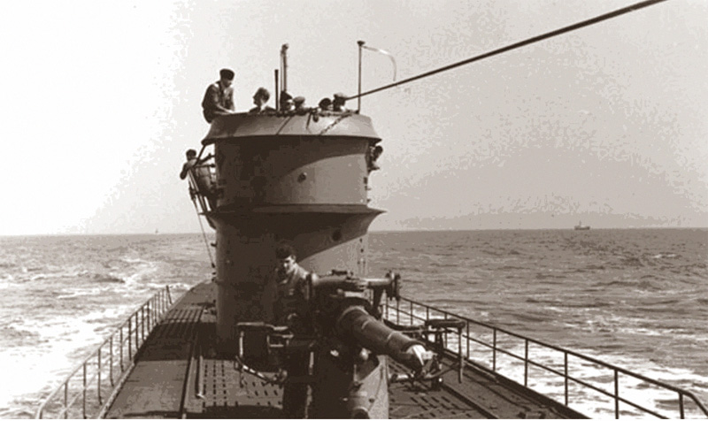 U-166 with her commander, Han-Günther Kuhlmann (bareheaded, top), before her patrol. Image courtesy the PAST Foundation.